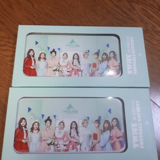 ♡정가판매♡트와이스 콘서트 굿즈 미개봉 보조배터리 정가판매합니다 - 상품이미지