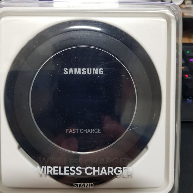 삼성 무선 충전기 스텐드형 NG930 - 상품이미지