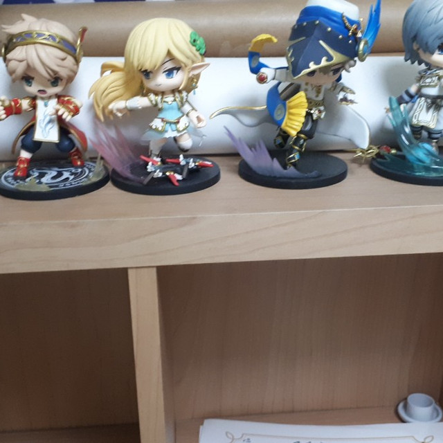 Maple Limited Edition Full set of figures